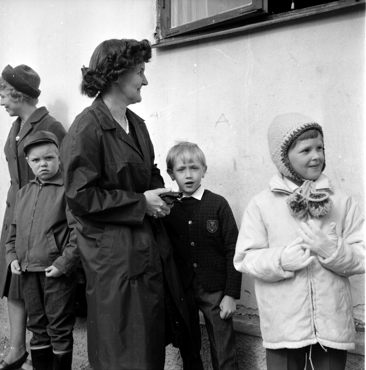 Edsbyn, Norra skolan. Inskrivning av skolbarn, 7 April 1965