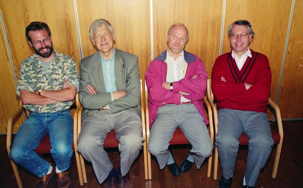 Gruppeportrett av Venstre-politikere på kurs. Fra venstre: Nils Wilhemsen, Arne Løchen, Egil Wenger og Tom Chr. Holtnæs.