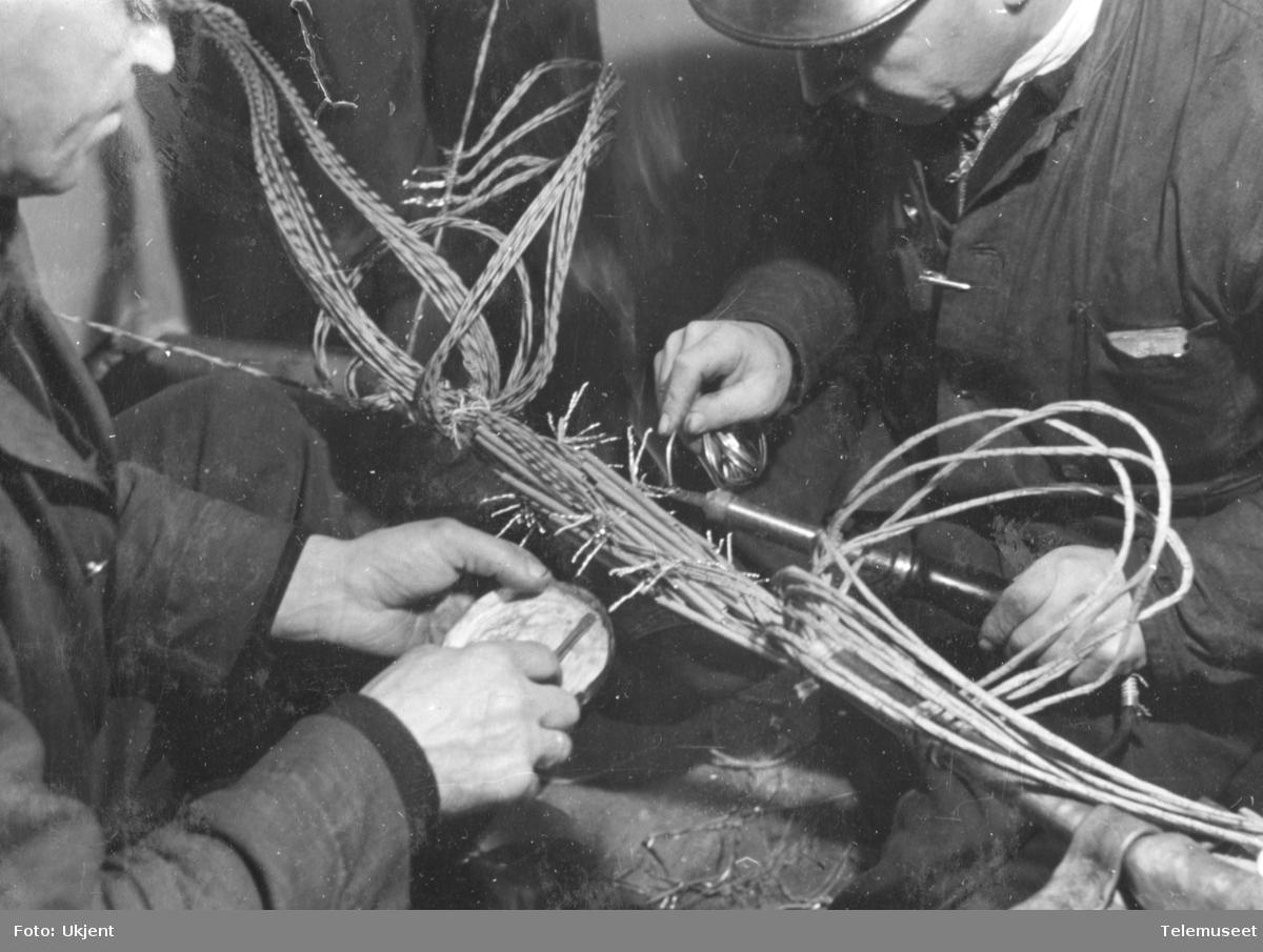 Legging av 50 pars 0,8 kabel og 50 pars aluminiumskabel Skøyen - Vækerø og Stabekk husmorskole. Montert oktober 1943.