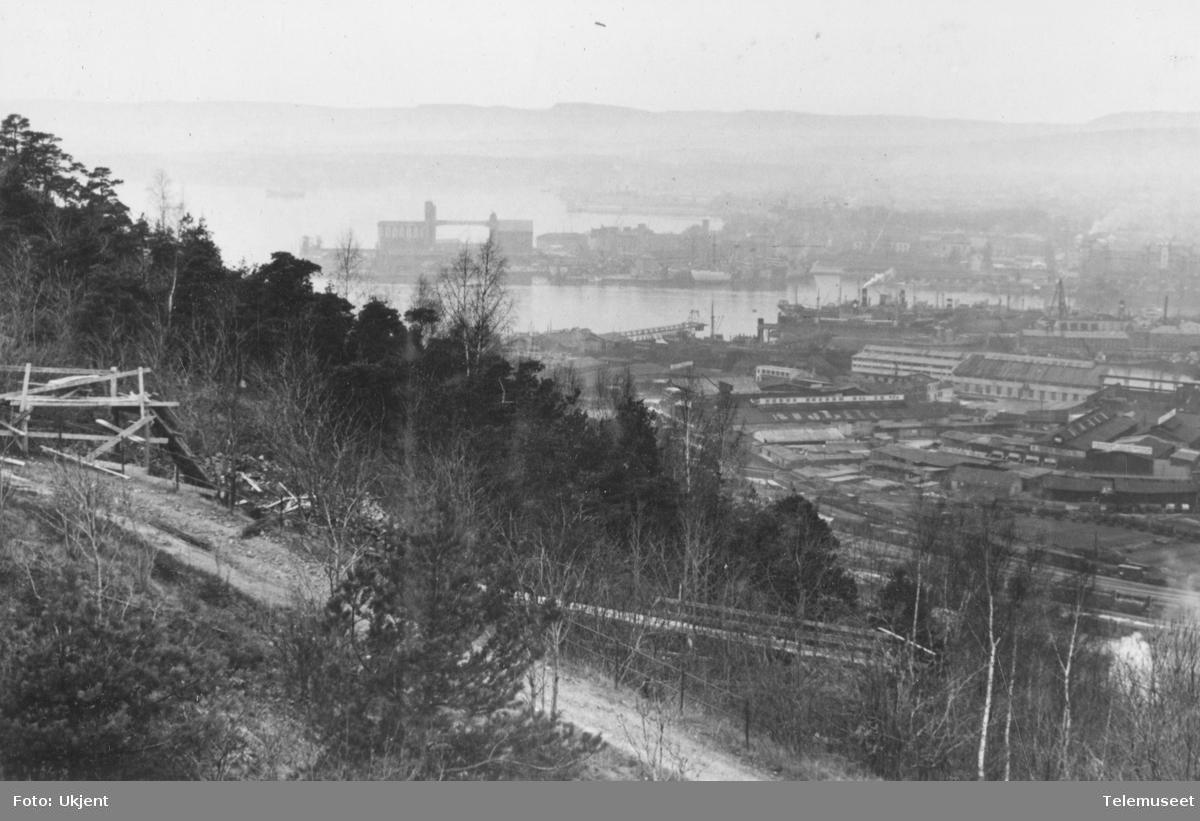 Kanalanlegg i Ekebergåsen fra Valhallaveien til Kongsveien. Betongrenne mellom br. 430 til 431.