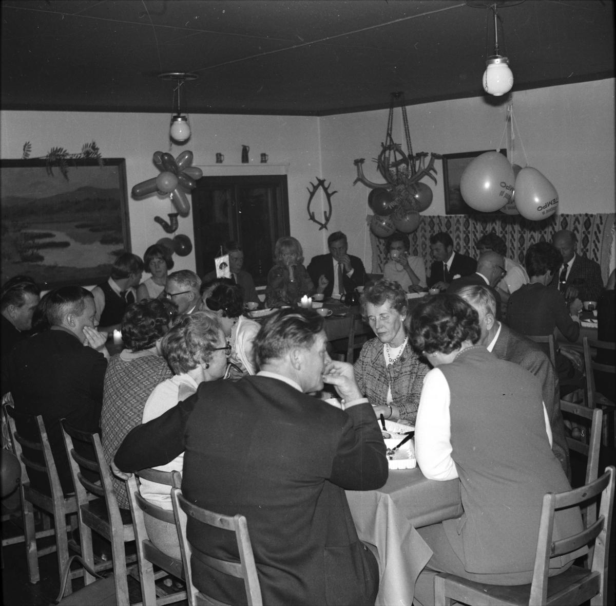 Fest i Åsbergsstugan. Vallsta, före 1969.
