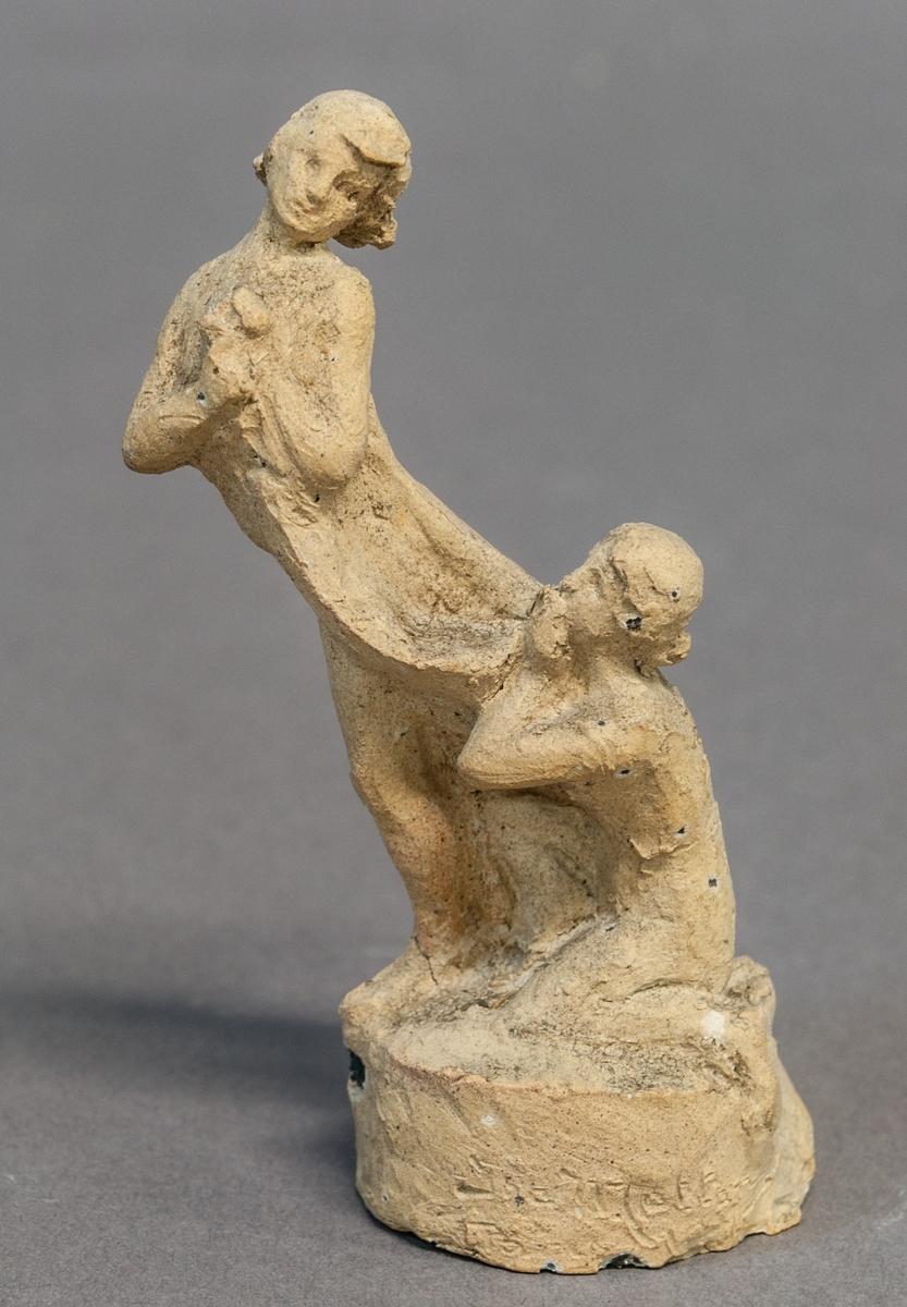 Skiss i terracotta, gravmonument. Yngling och flicka.