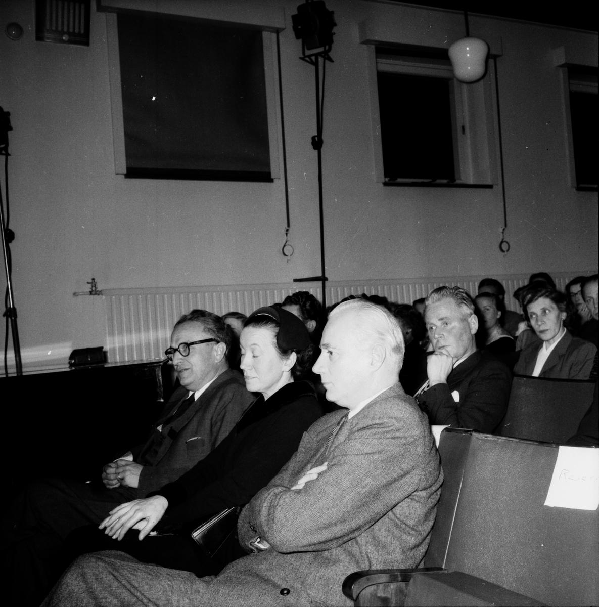 Sanatoiret Äventyret på scenen. E.Liebel 1955