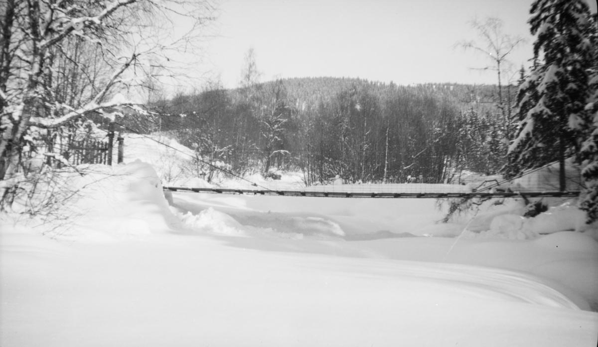 Vinterbilde med bru over Mesnaelva.