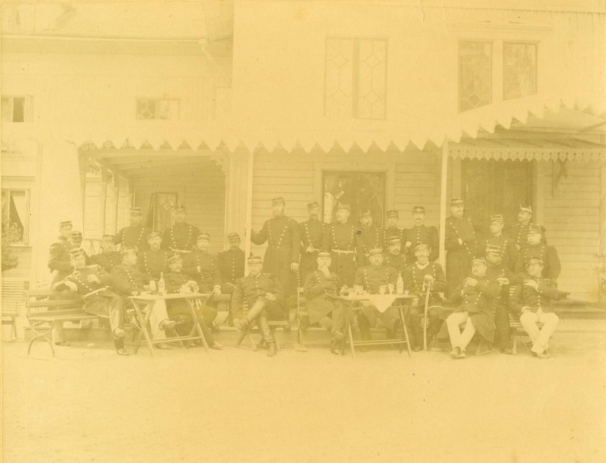 Grupporträtt av intendenter vid olika regementen. för namn, se bild nr. 2 och 3.