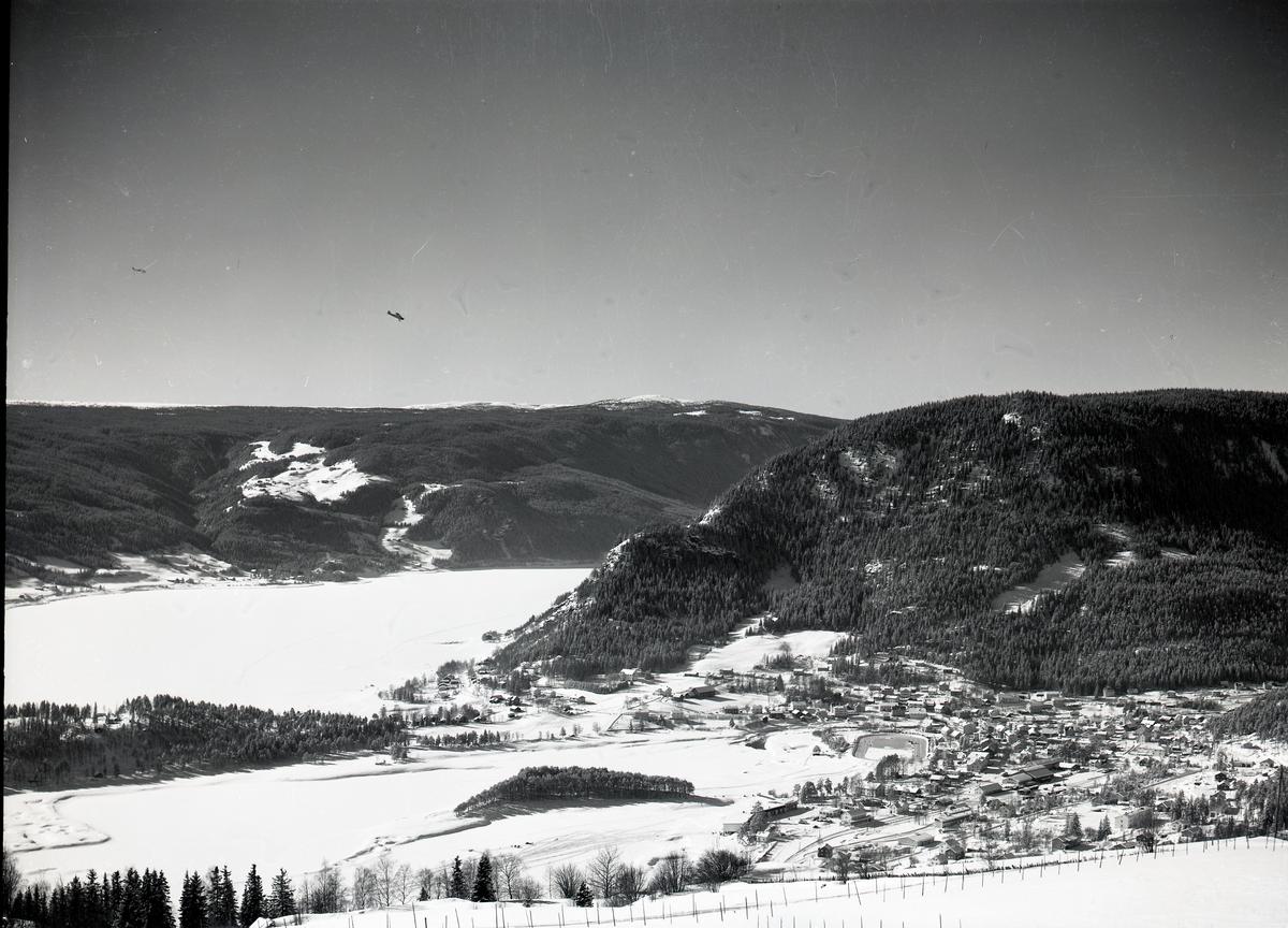 Fagernes sentrum tatt fra Ranheimsbygda. Fagernes er dekket av snø.