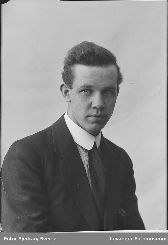 Portrett av E. Helstrøm.Portrett