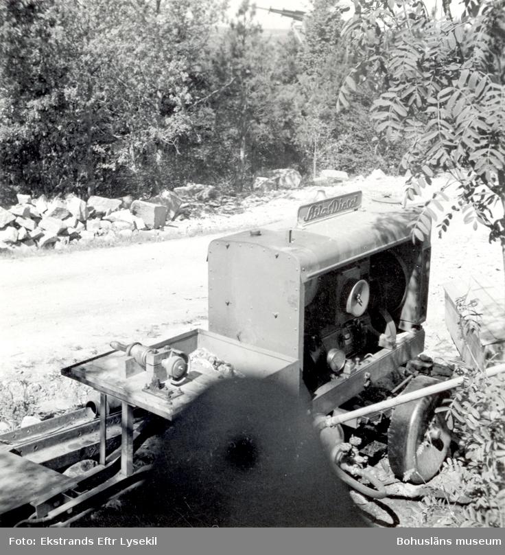 Slipanordning ståedndes utomhus. Motorn är av märket AtlasDiesel.