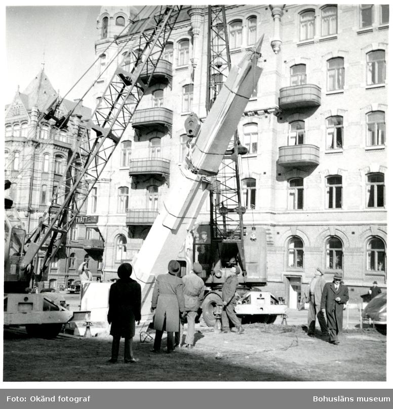 Från uppförandet av Torgny Segerstedt-monumentet