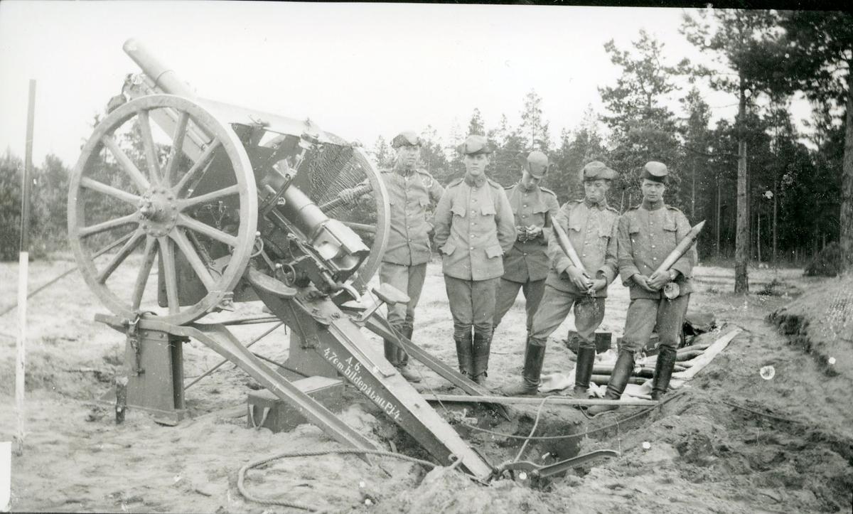 Kanon m/1902. 7,5 cm, skjutning på bockar.
