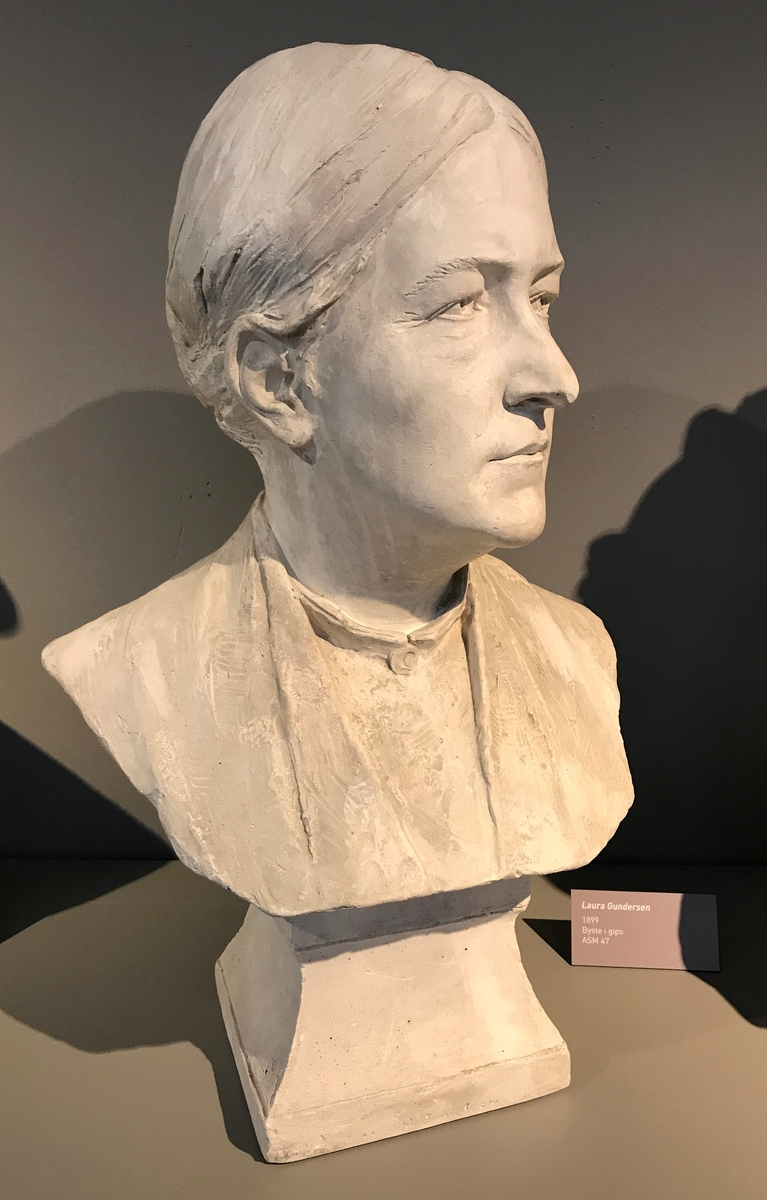 Laura Gundersen (1832-1898) [Byste]