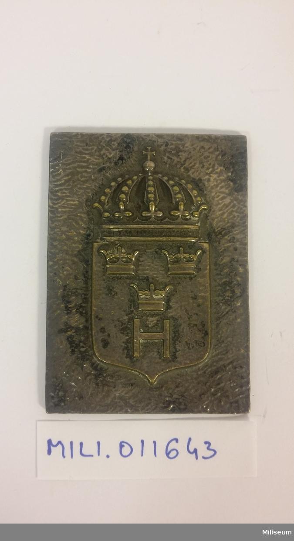 Hedersplakett i valören silver, tillverkad av försilvrad brons.