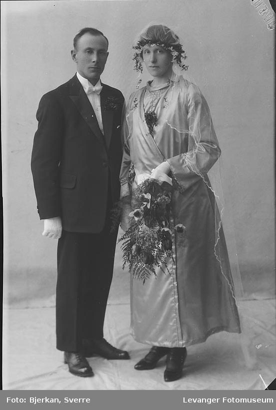 Portrett av et brudepar. man heter Ingolf Sørhøi