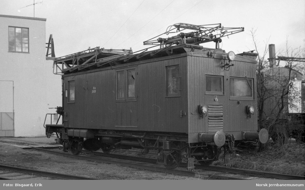 Revisjonsvogn litra Xlm nr. 20928 på Ski stasjon