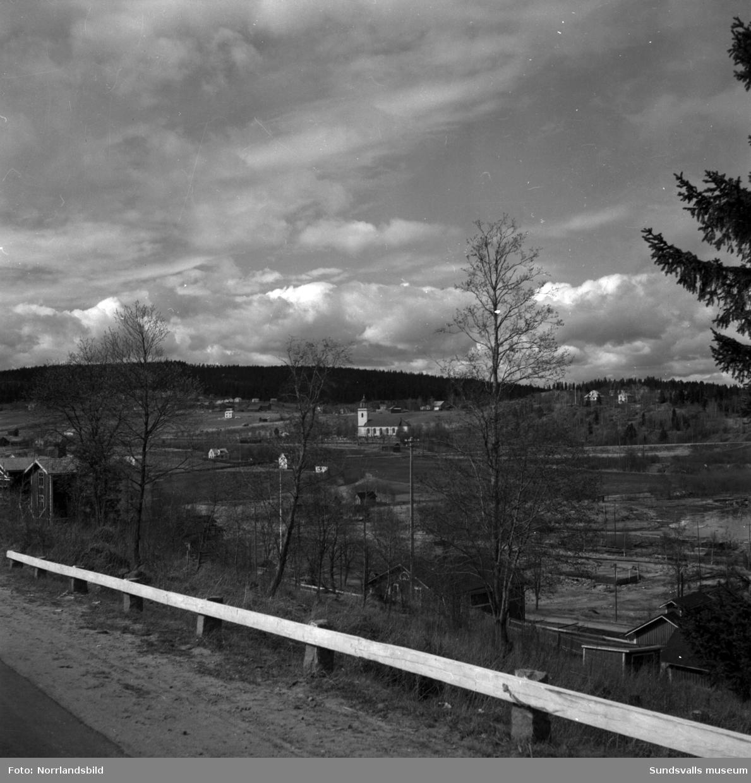 Vy tagen från landsvägen i Skönvik mot Timrå kyrka.