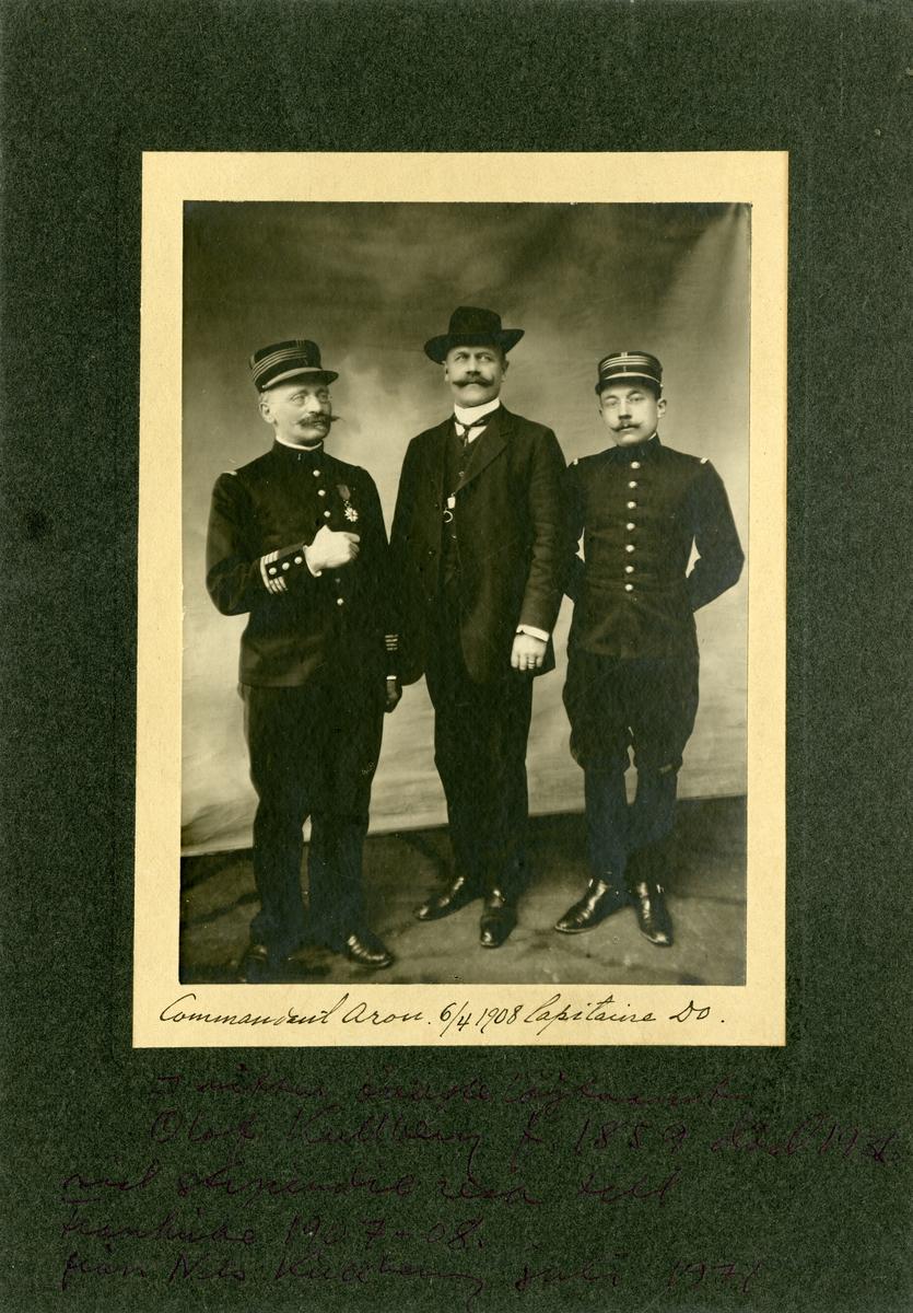 Grupporträtt av överstelöjtnant Olof Kullberg med franska officerare vid stipendieresa till Frankrike 1907-1908.