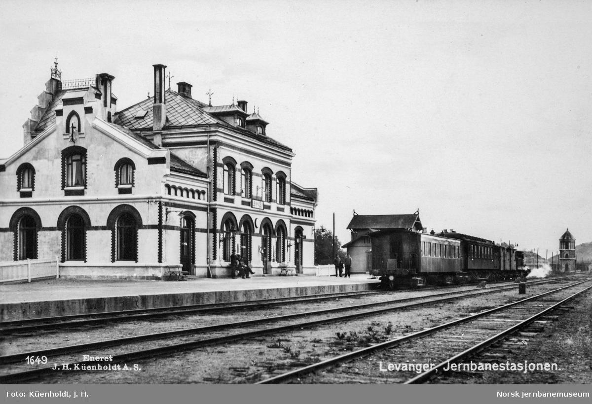 Levanger stasjon med persontog