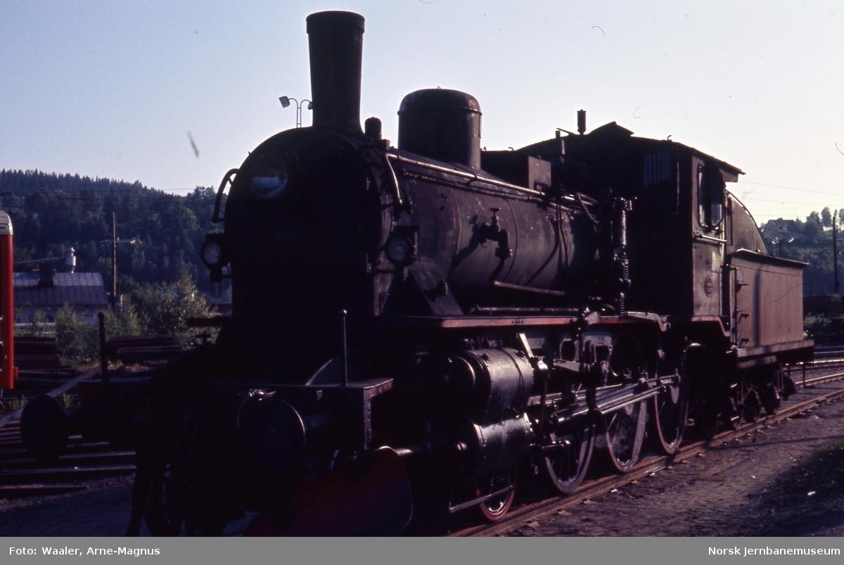 Damplokomotiv type 27a nr. 296 med tender fra lok 220