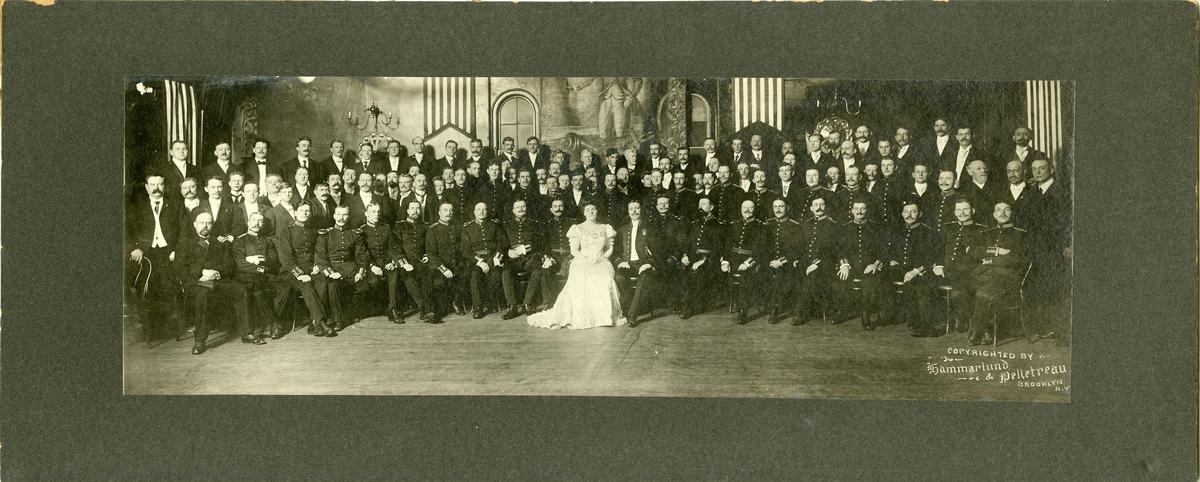 Bröllopsfoto av Mally och Erik Högberg i USA 1908, officerare från Kronobergs regemente I 11.