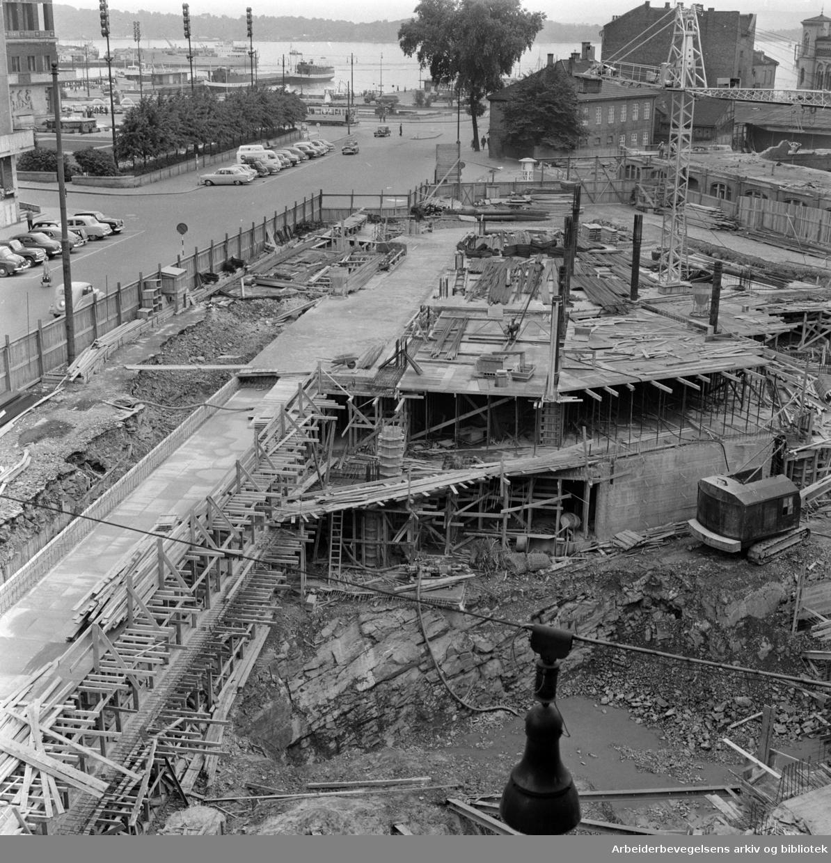 Triangeltomta bebygges (Thiis & Co). Juli 1957