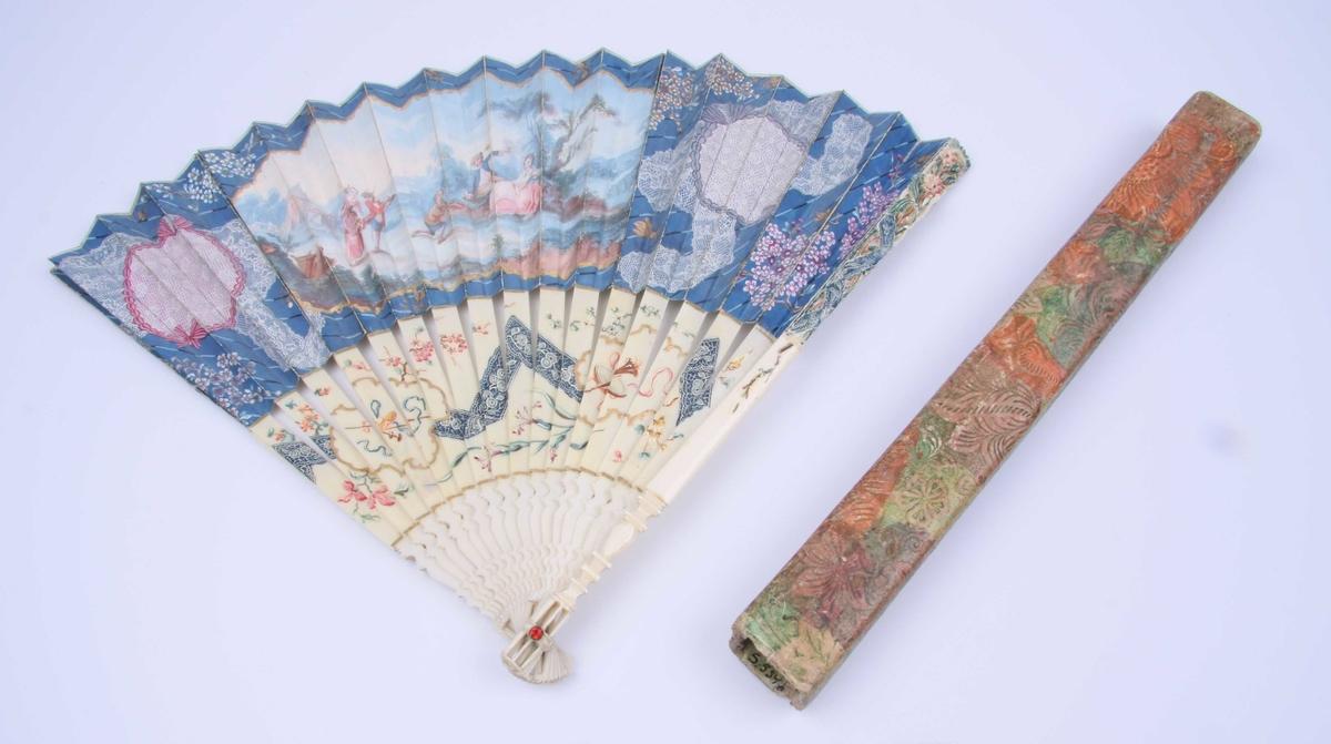 Av papp trukket med papir med storblomstret mønster.