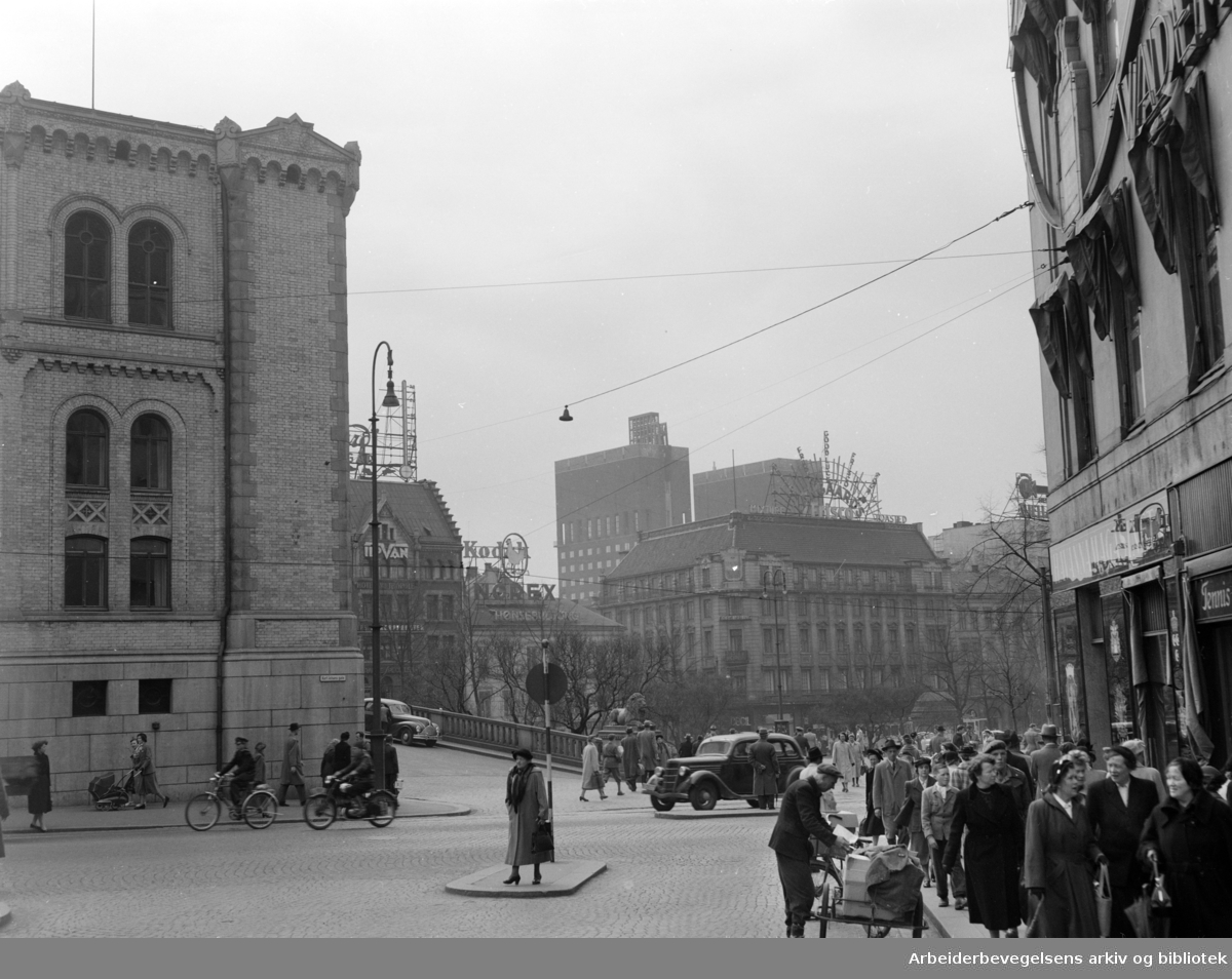 Stortingsplassen. April 1953