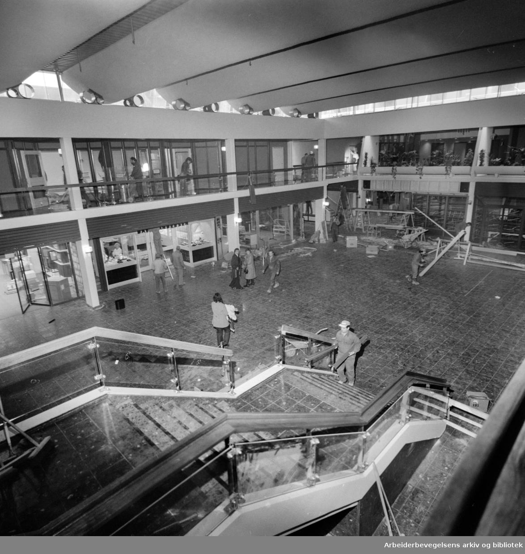 Stovner. Det nye Stovner-senteret åpner i dag. November 1975