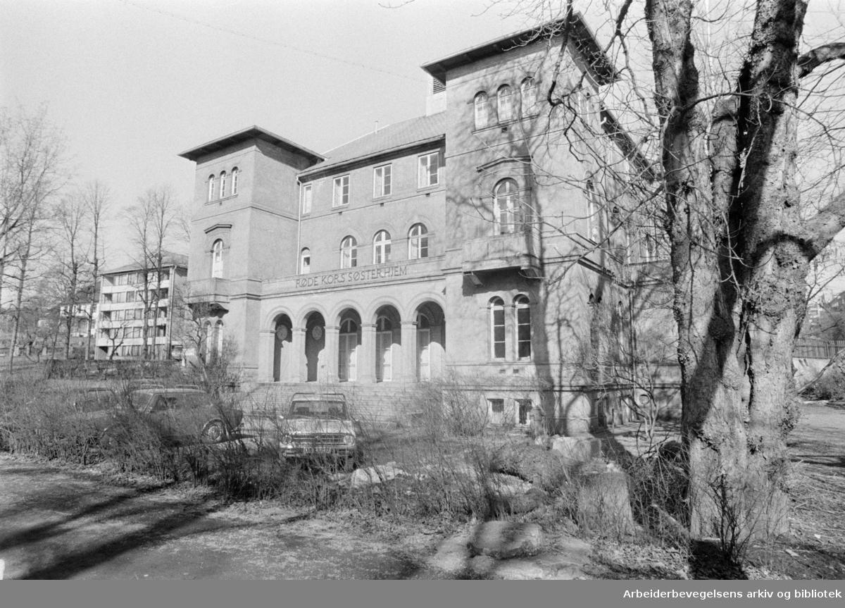 Røde Kors. Fredrik Stangs villa som er en del av Røde Kors kvartalet. Mars 1975