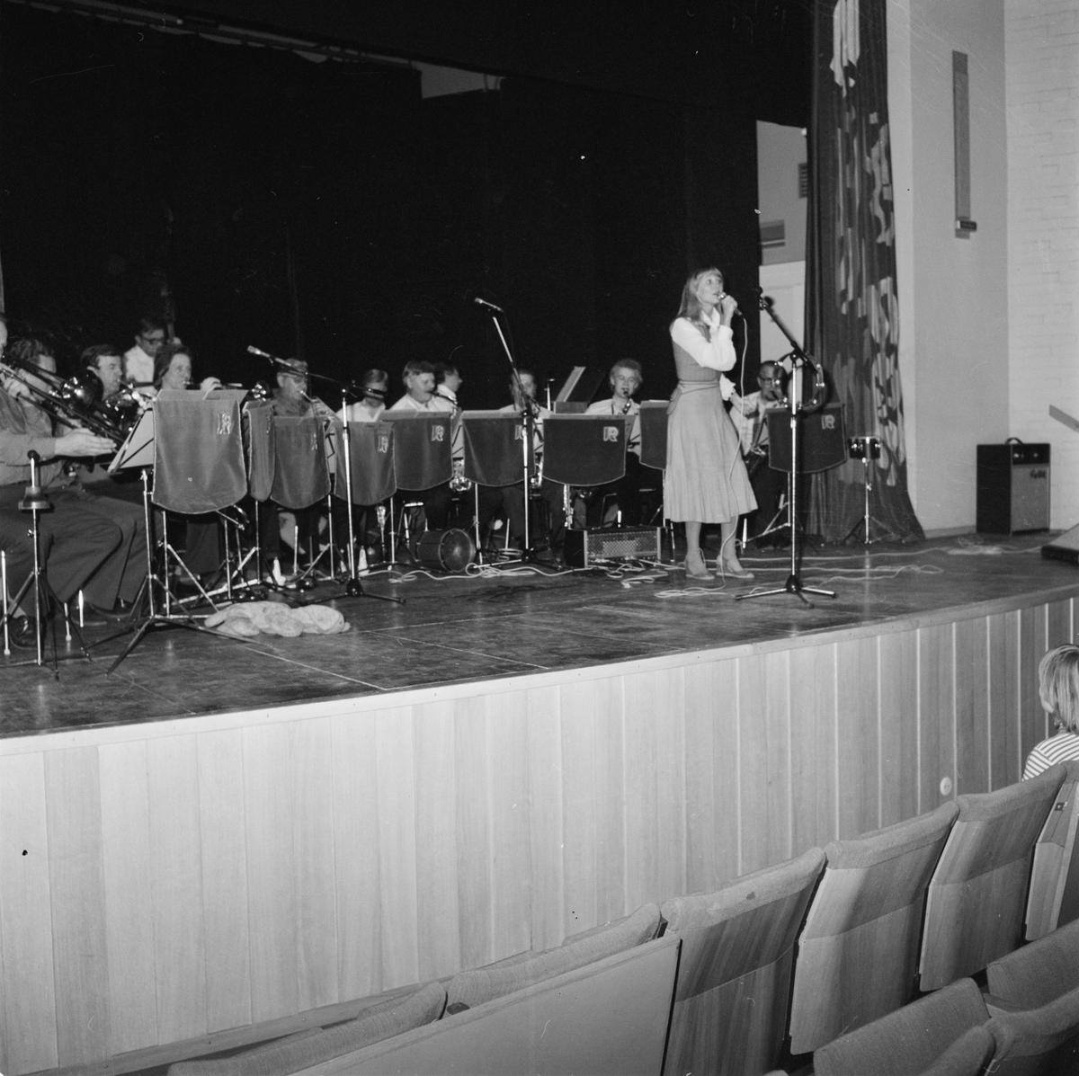 Titti Sjöblom sjunger i Tierp, Uppland 1979