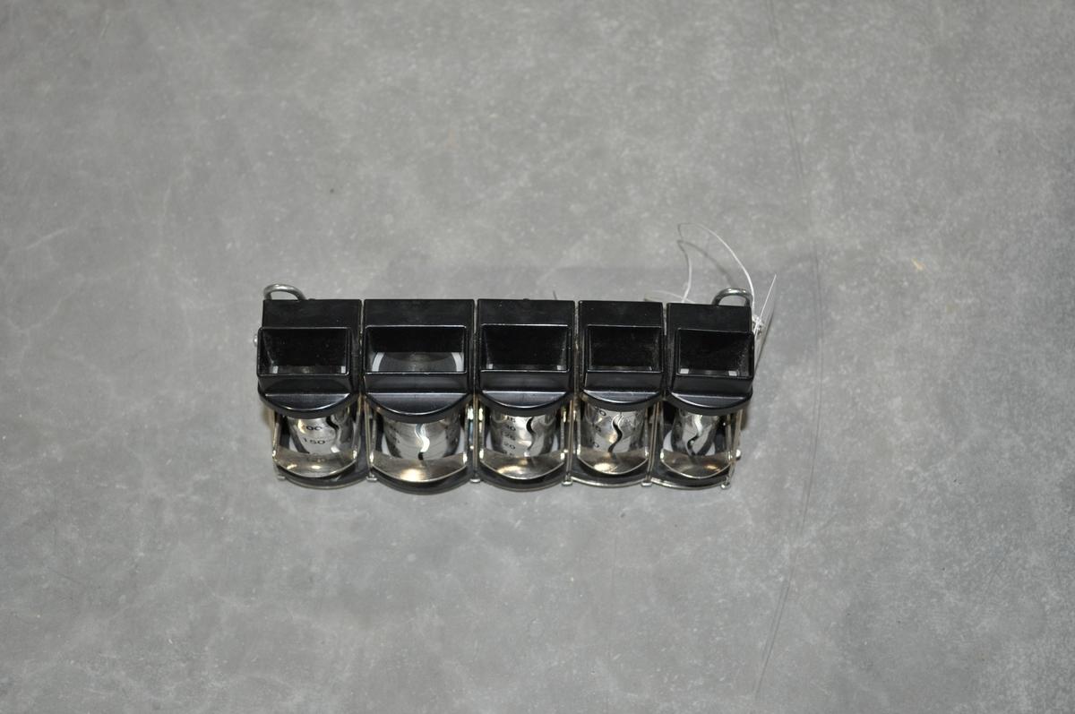 Veksleapparat med rørformede beholdere for mynter.