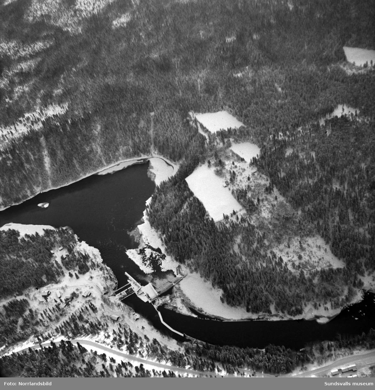Flygfoto över Viforsens kraftverk vintertid.