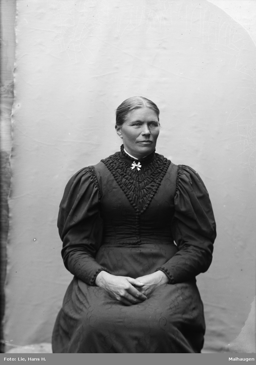 Portrett, voksen kvinne, Margit Skurdal (Skodal)