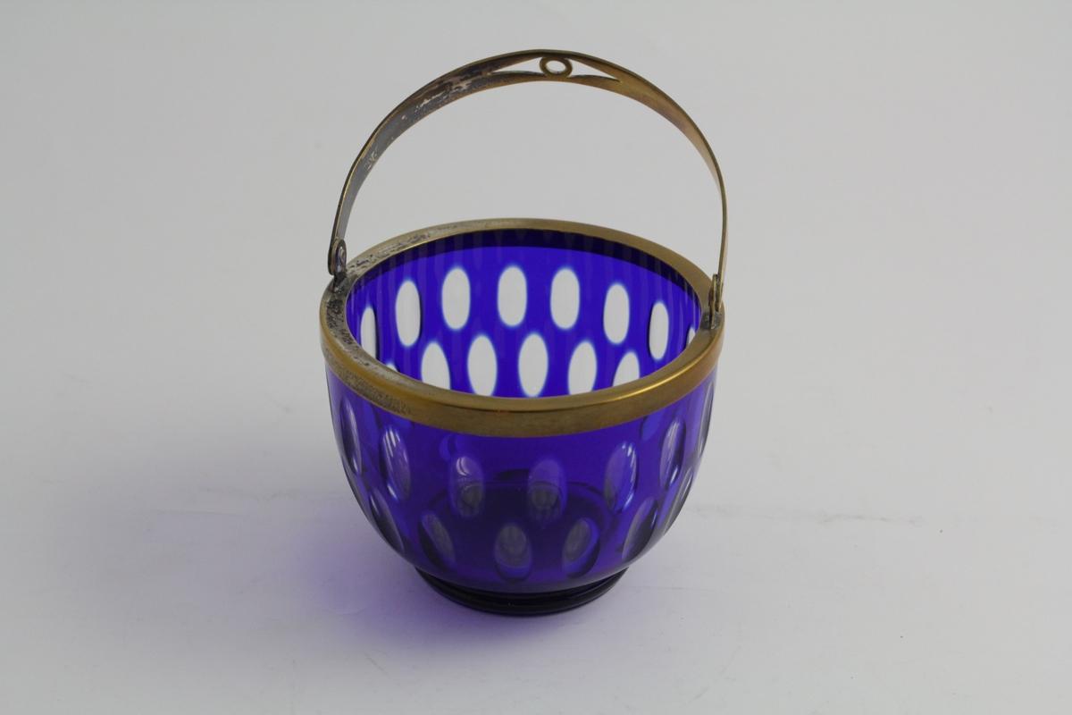 Dekor: Glass: Klare ovaler i to rekker rundt korpus, forskjøvet 1 gang i forhold til hverandre