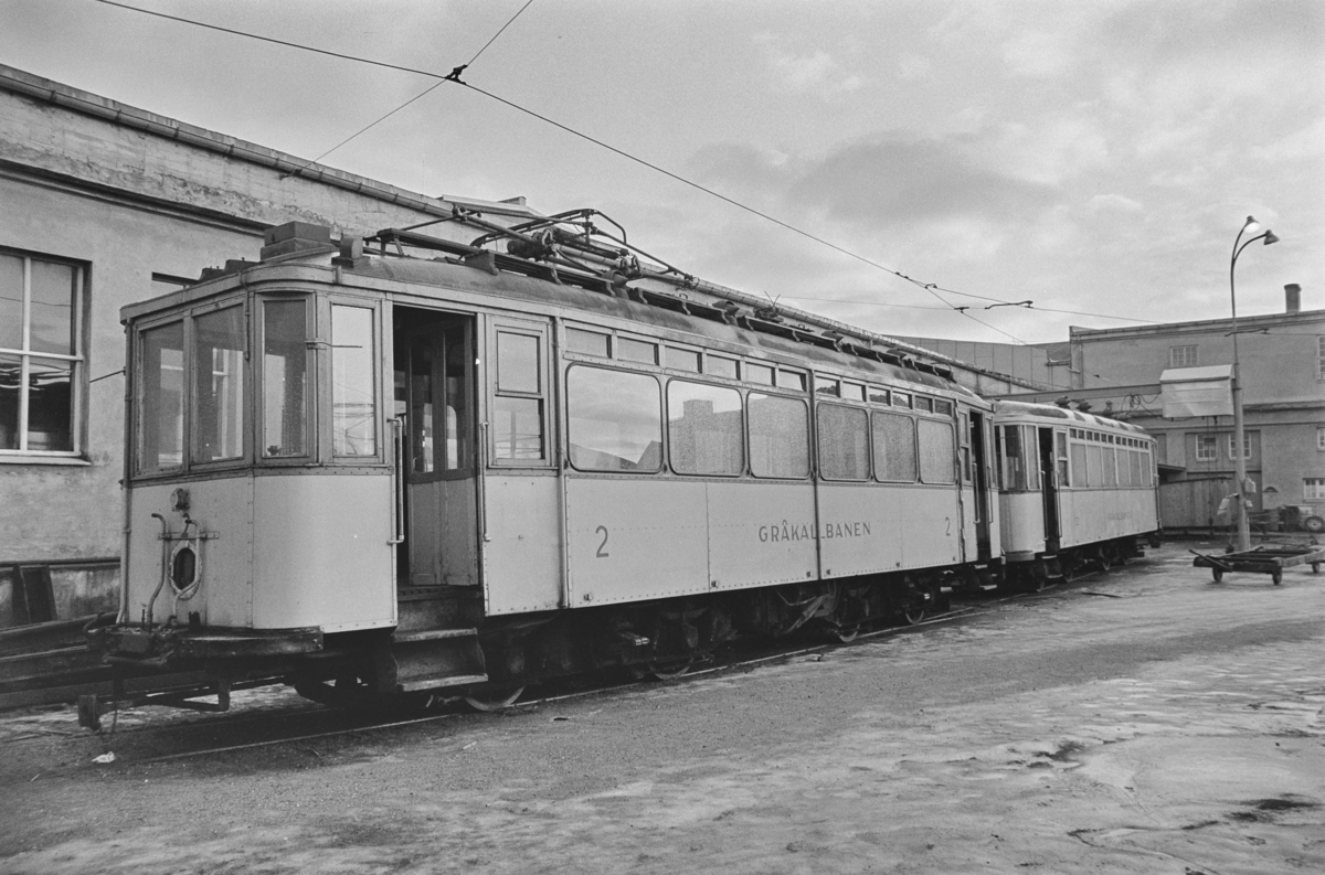 Gråkallbanens sporvogn nr. 2 og tilhengervogn nr. 52. .