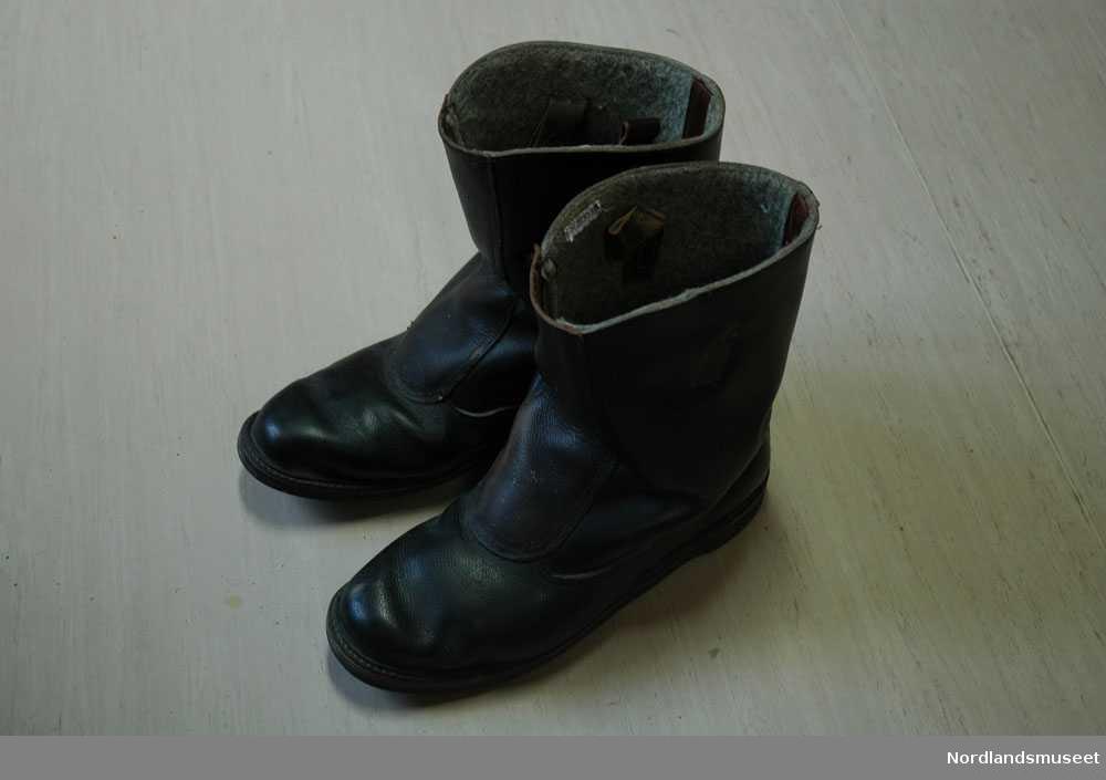 0e679985 Store svart/brune sko som ble brukt av Johannes Brateng. Skoene er mest  sannsynelig