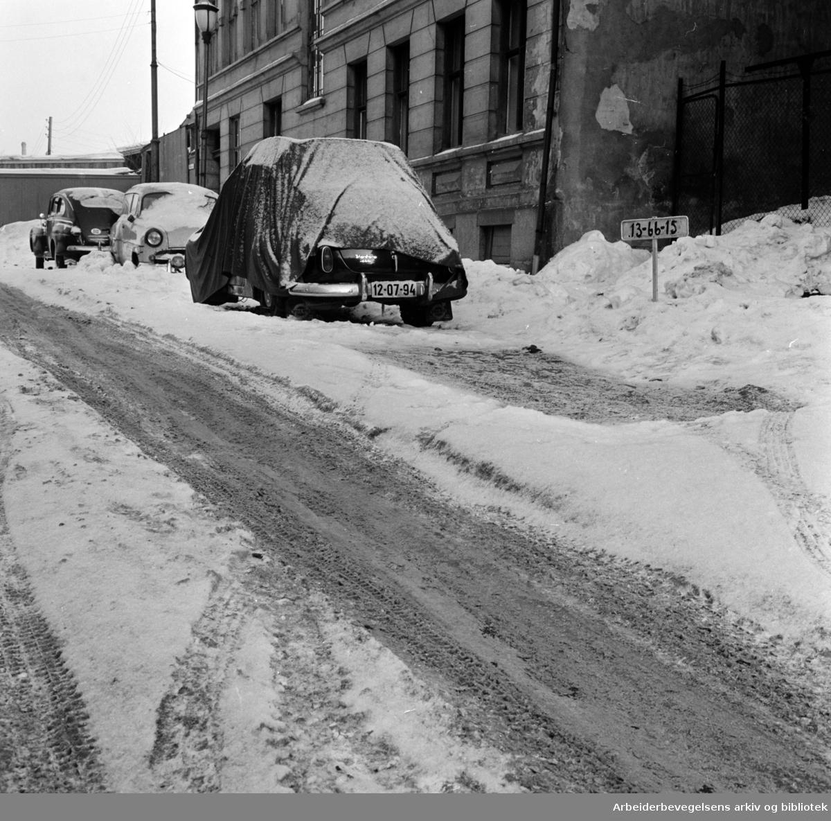 Vestfoldgata. Snøbrøyting uteblir. Februar 1963