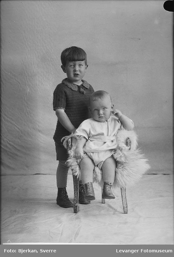 Portrett av John Dahling og hans bror Kare Svendsen