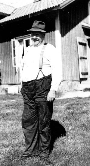 """Finsktalande """"Kärrfalls-Pekka"""" Per Henriksson född 1885 i Säterberg Nyskoga död 1955 i Kärrfall Nyskoga."""