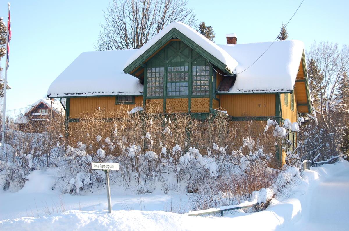 Arne og Hulda Garborgs hjem i vinterdrakt. Foto: Randi Malm