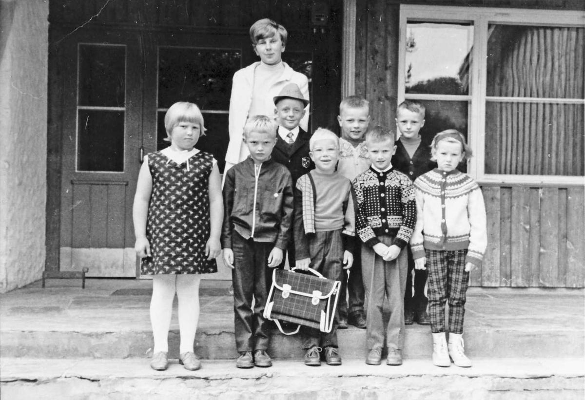 Skoleklasse ved Dalsbygda skole.