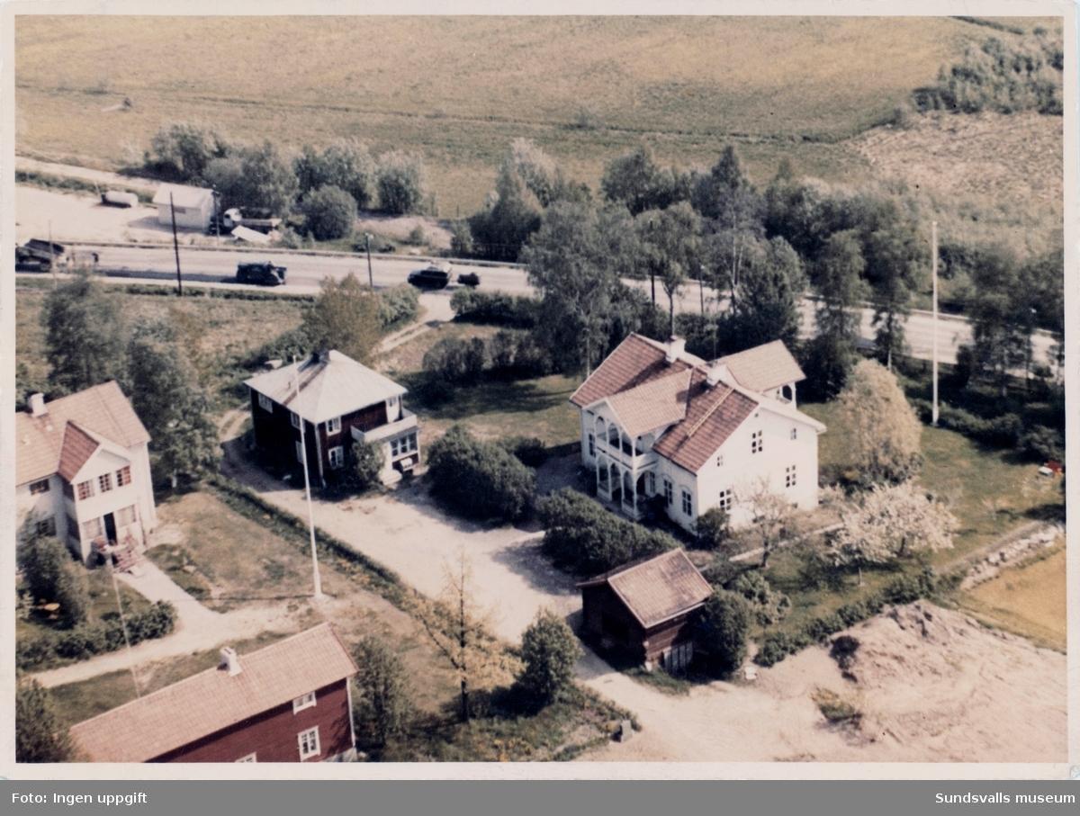 """Flygbild över gården """"Katrinelund"""" i stadsdelen Haga. Makarna Wictor och Anna Sundqvist (og. Söderqvist) var innehavare av hemmanet Byn 3 på vars mark stora delar av Hagaområdet anlades. Gården finns ännu kvar (2017) och ligger på Malmgatan 23."""