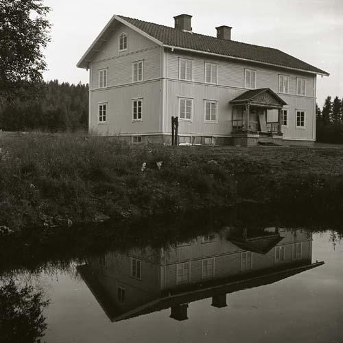 Lassekrog sedan byggnadsställningarna rivits, 19 juli 1963.