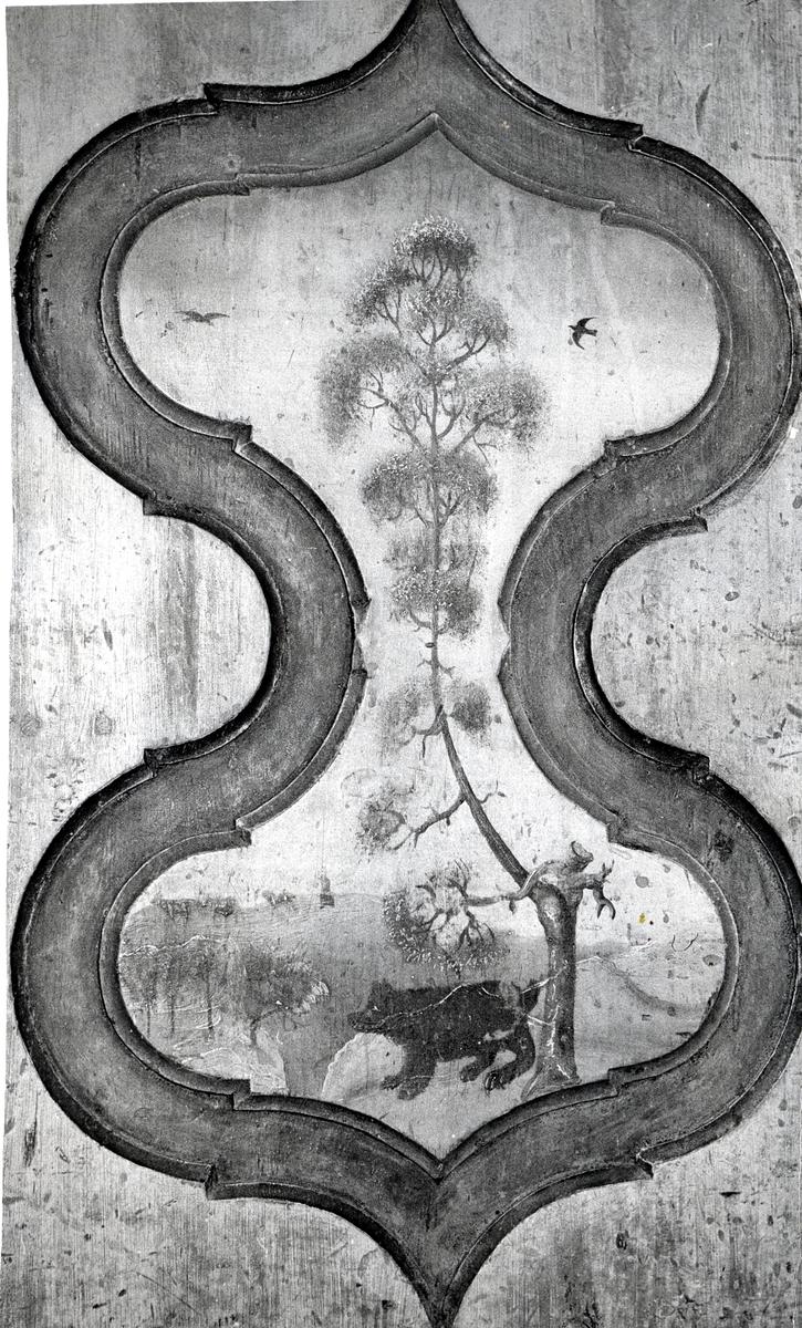 Detaljer av framskåp frå Søre Garli, Nord-Aurdal. Måla av Halvor Rye.