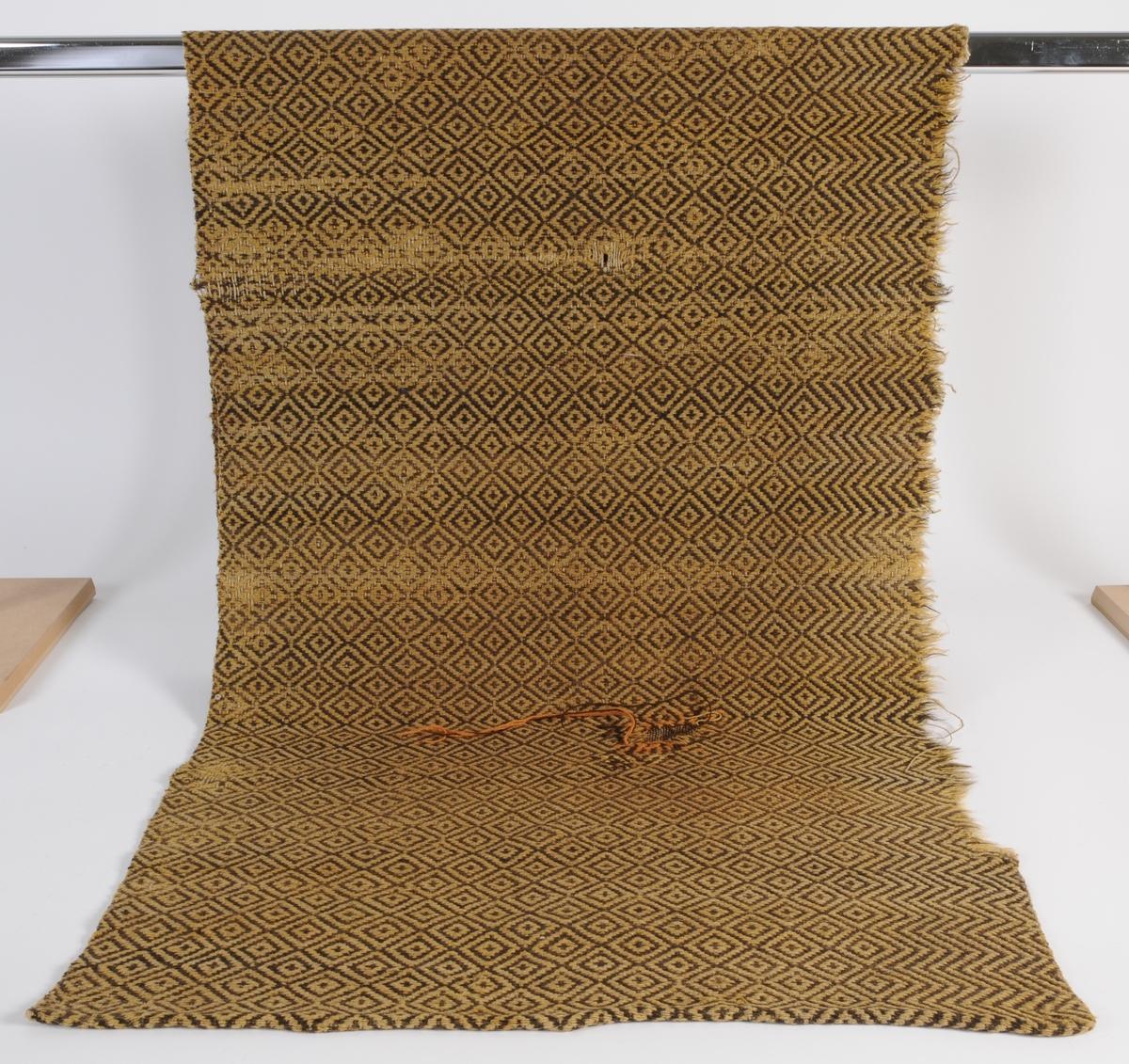 Längd till täckeväv med grov linnevarp och inslag av ullgarn.