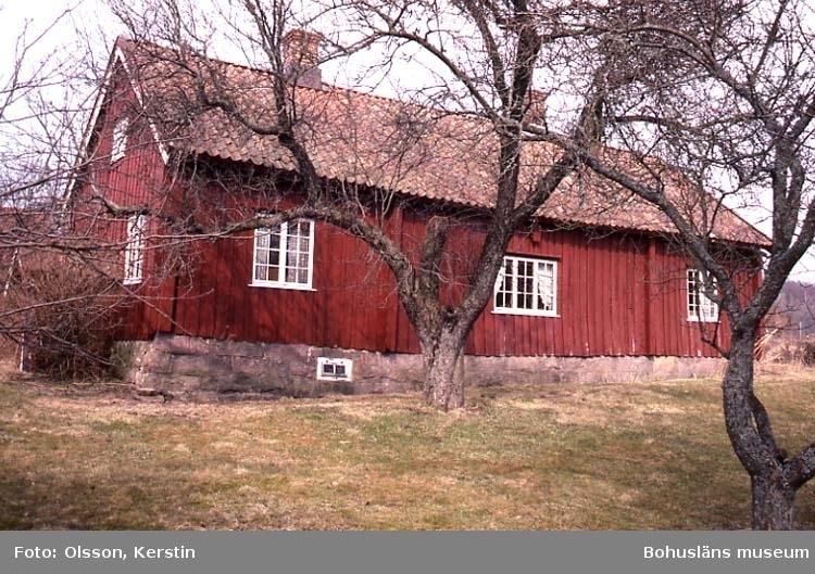 """Text på kortet: """"Bro g:a prästgård. Bro sn. April 1987""""."""