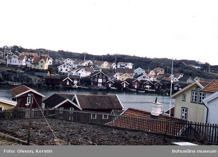 """Text på kortet: """"Fiskebäckskil Östersidan April 1987""""."""