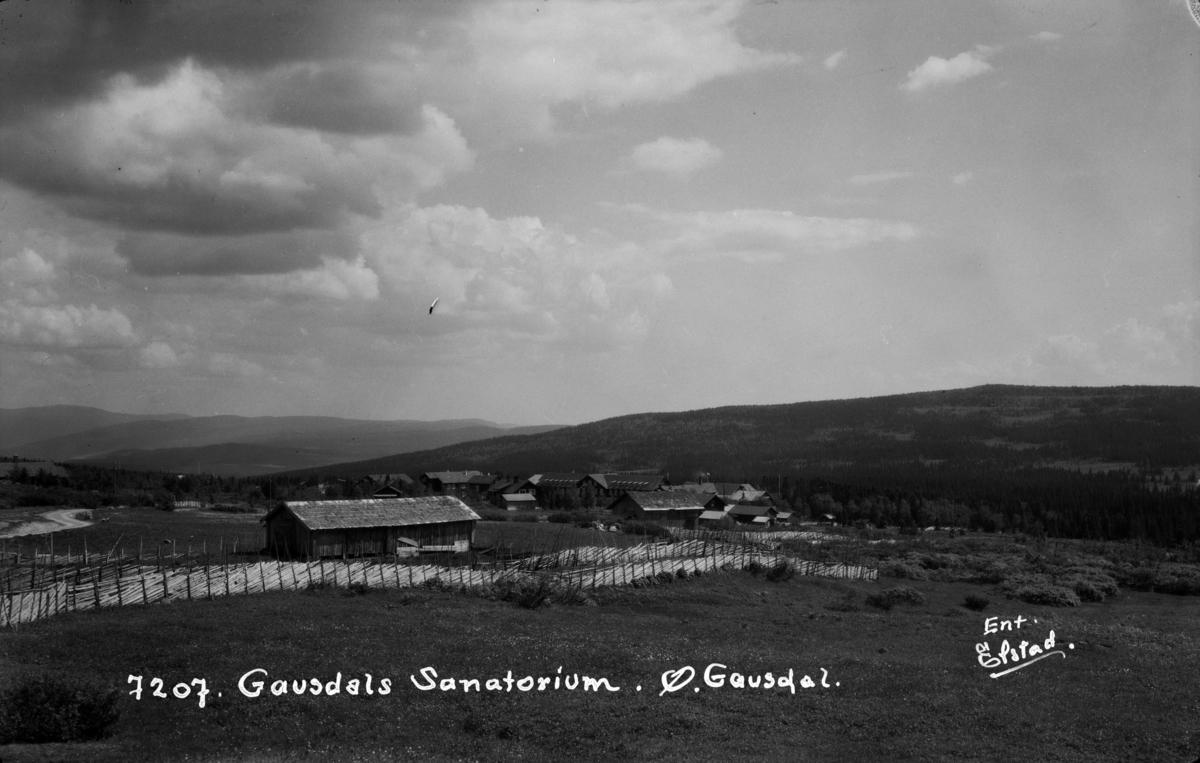Østre Gausdal. Det gamle Gausdal Sanatorium som gikk over til Gausdal Høyfjellshotell. Hovedbygningen brant i 1944.