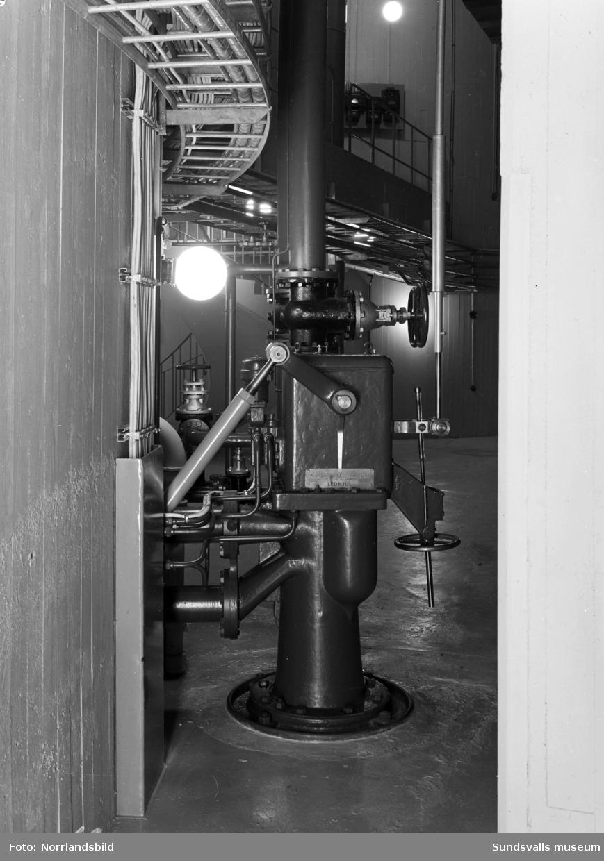 En grupp interiörbilder från Sveriges största vattenkraftverk Harsprånget i Luleälven, Jokkmokk.