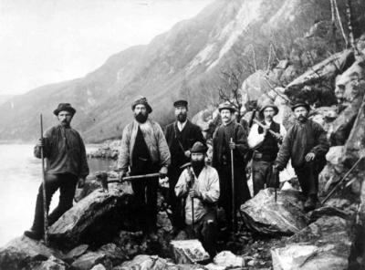 Et arbeidslag i Tresfjord i Romsdal, 1904 (Foto/Photo)