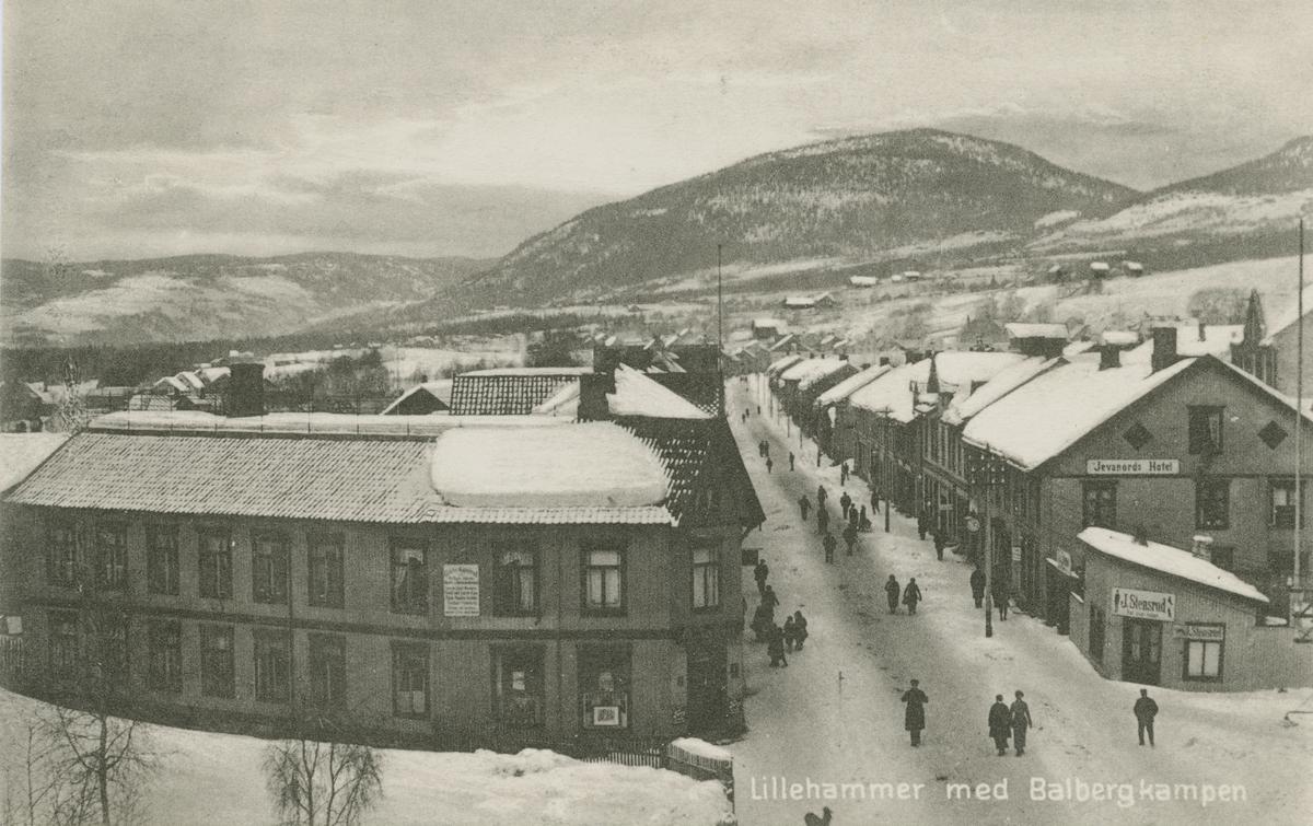 Repro: Utsikt over Storgaten nordover fra taket på Victoria Hotel, Storgata mot nord, postkort
